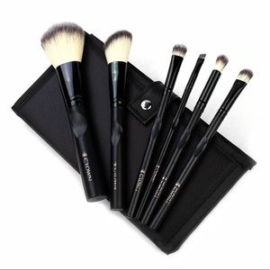 CROWN limited edition 6 pc makeup brush set & case